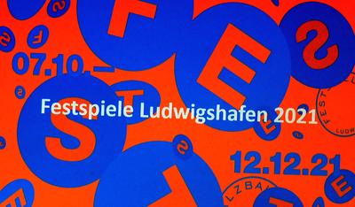 Programm ©Theater im Pfalzbau Ludwigshafen Programm ©Theater im Pfalzbau Ludwigshafen Programm ©Theater im Pfalzbau Ludwigshafen